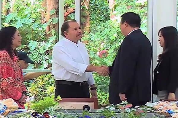 Presidente Daniel se reunió con Wang Jing