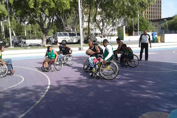 Las mujeres se suman al baloncesto sobre silla de ruedas