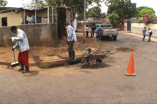 Alcaldía de Managua limpia tragantes para prevenir inundaciones en el Invierno