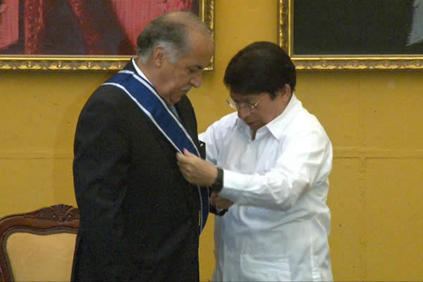 Gobierno de Nicaragua condecora a Embajador de México