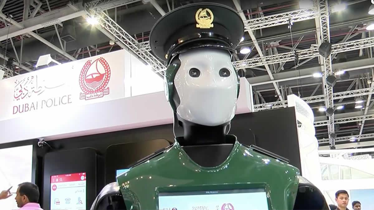 El primer 'Robocop' (robot policía) que hay en Dubai — Conoce a Reem