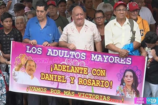 Adultos Mayores realizan Caminata en respaldo al pueblo de Venezuela
