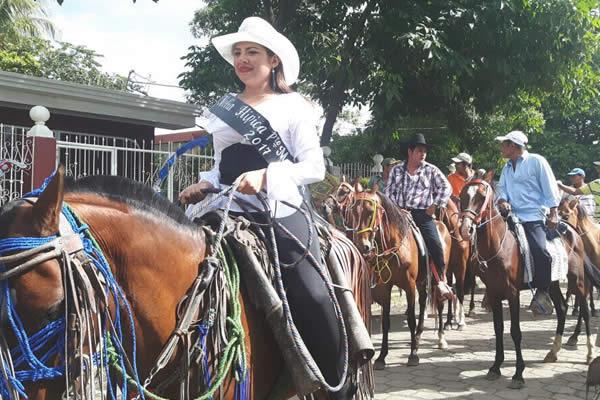 Municipio de Tonalá celebra tradicional desfile hípico