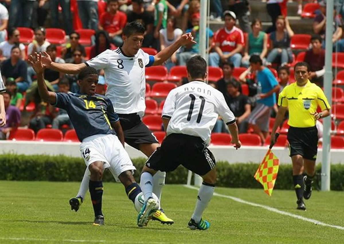 Árbitros mexicanos lideran en Copa Oro 2017
