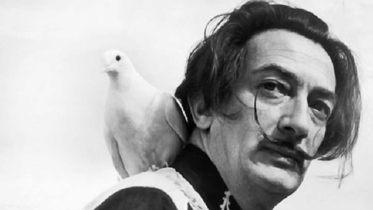 Dalí sale de su tumba veintiocho años después