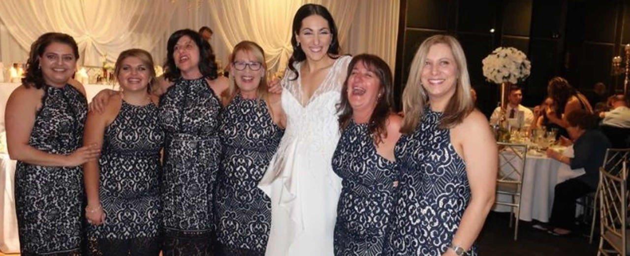 Una boda, seis mujeres y un mismo vestido