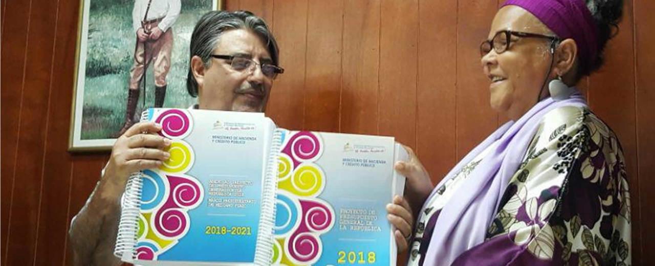 Ministerio de Hacienda entrega documento oficial del Presupuesto de la República 2018