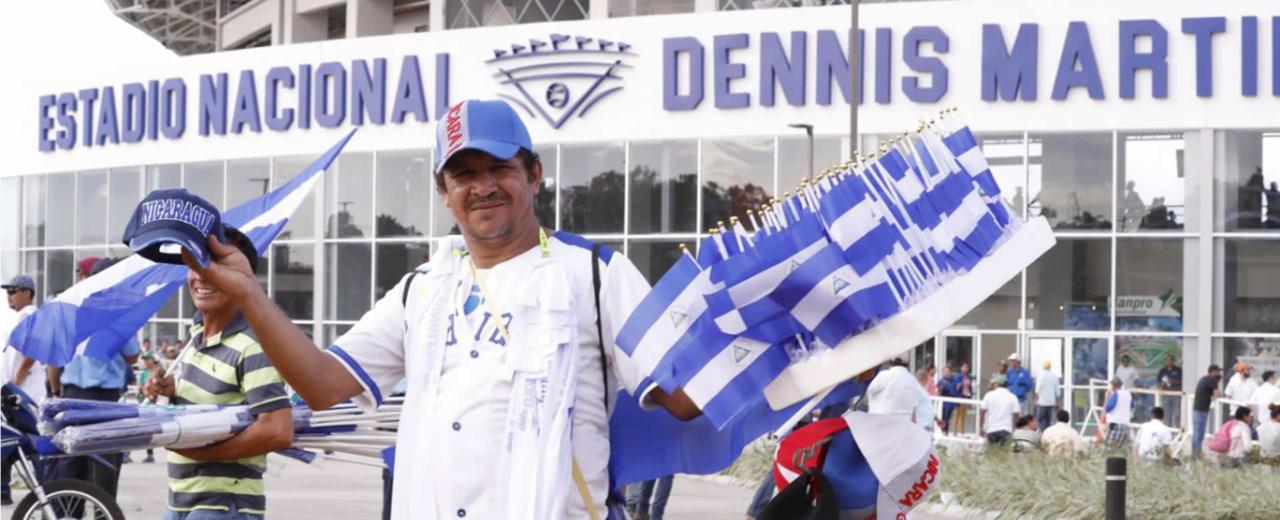 GALERÍA: Familias nicaragüenses se preparan para la Serie Inaugural del nuevo Estadio Dennis Martínez