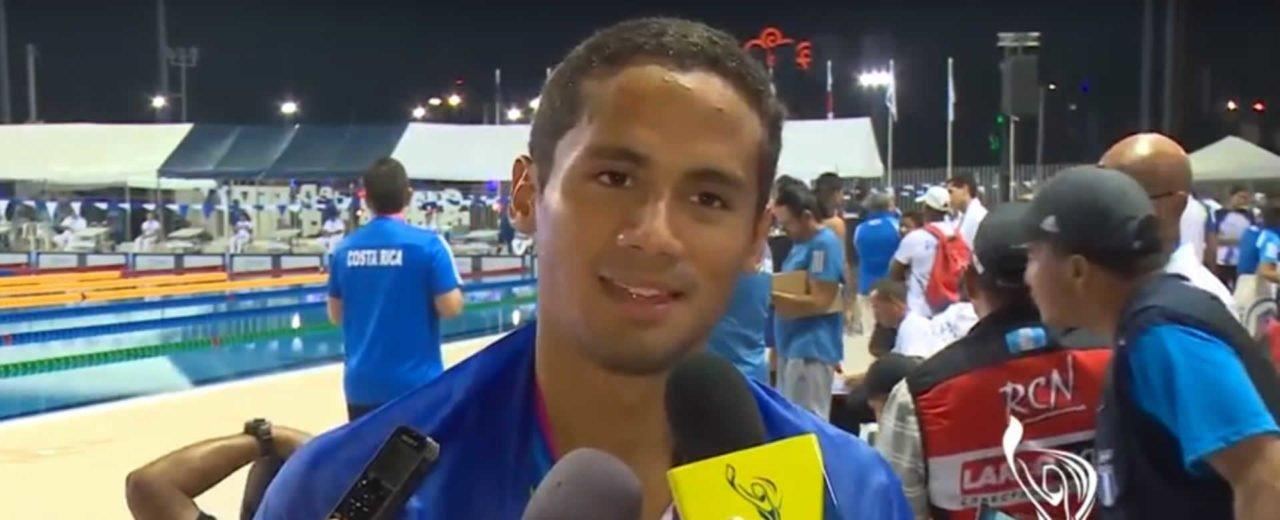 Miguel Mena obtiene medalla de plata en Natación Masculino