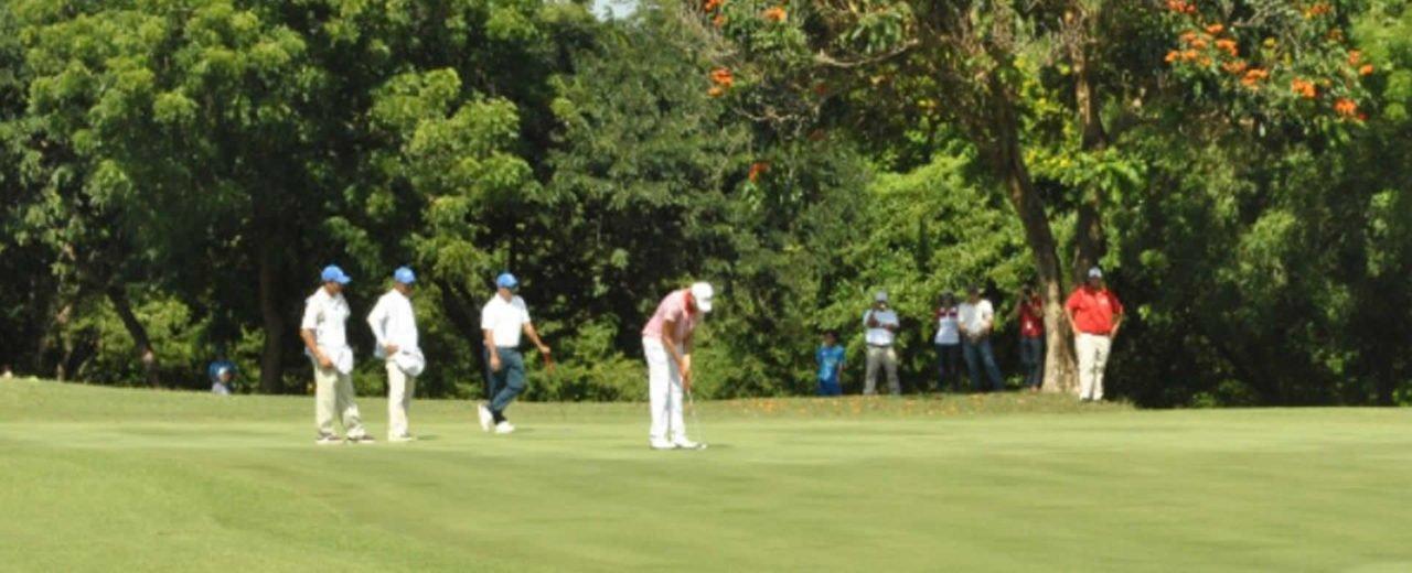 Atletas de Golf Femenino y Masculino buscan medallas