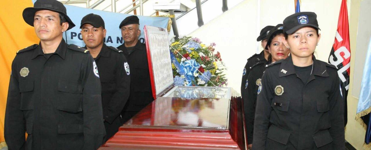 DOE rinden honor a compañero caído cuando resguardaba orden público alterado por anti paz