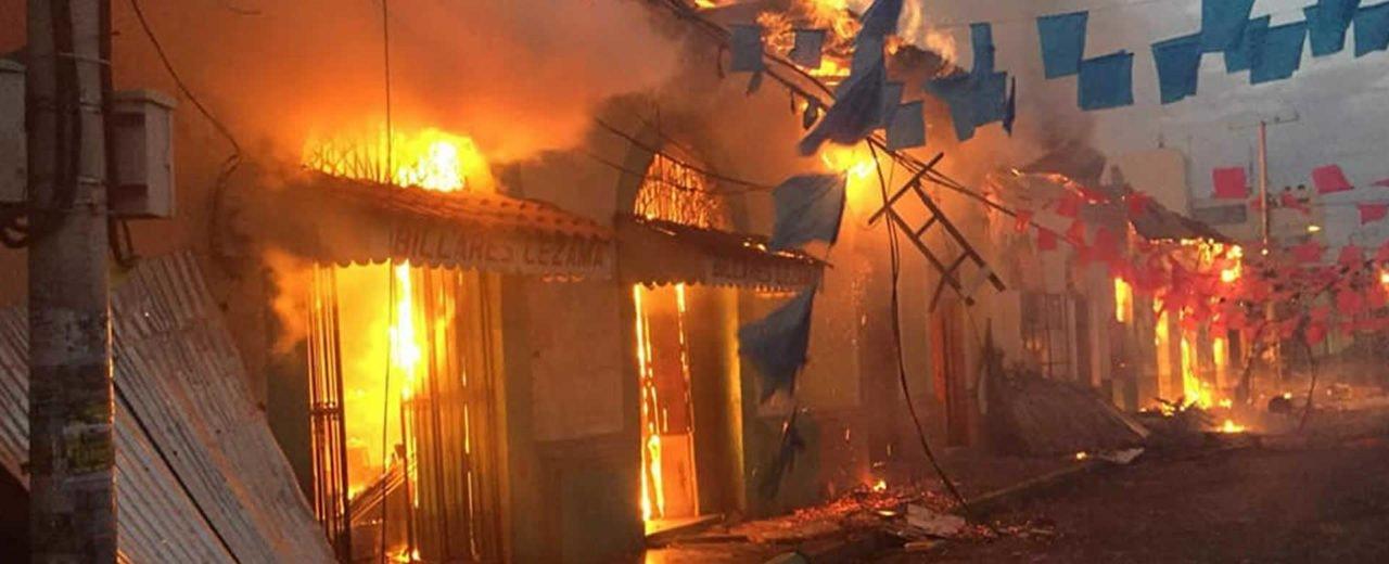 Grupos de vándalos prendieron fuego a las instalaciones del CUUN – UNAN León