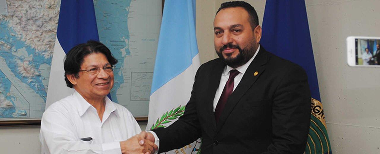 Nuevo embajador de Guatemala presenta Copias de Estilo