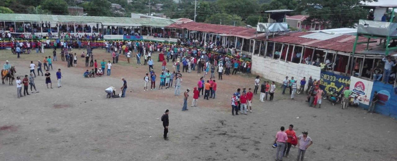 Habitantes de Juigalpa disfrutan de segunda tarde de toros