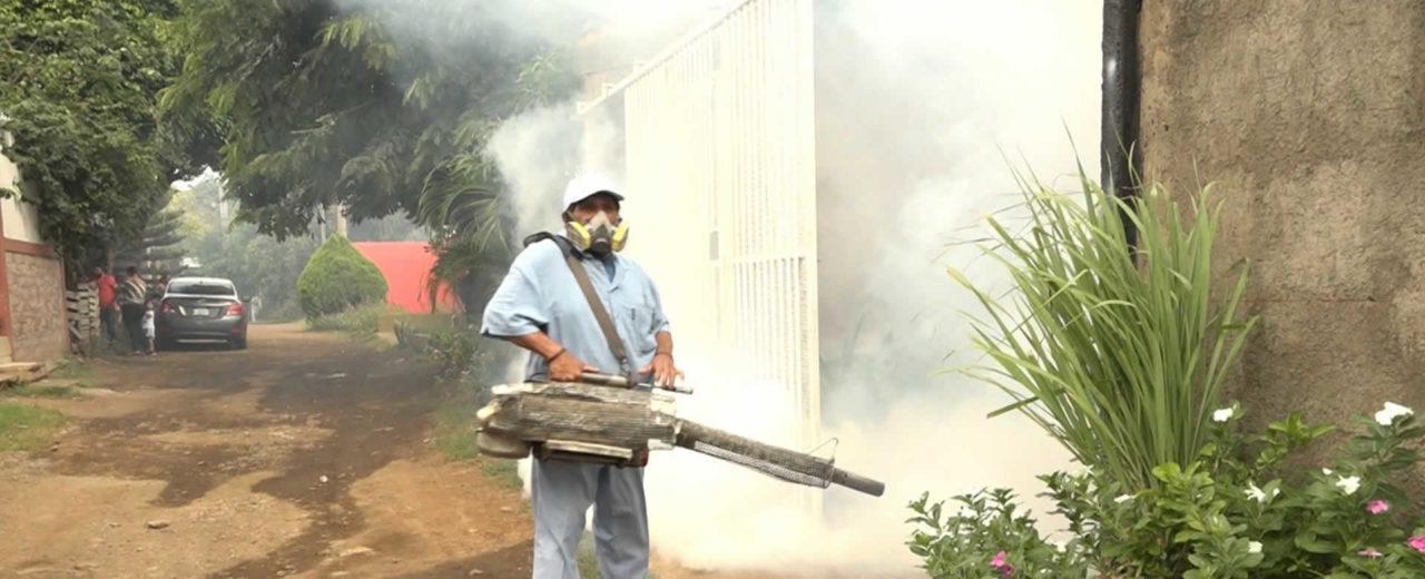 MINSA fumiga viviendas del Distrito VII de Managua
