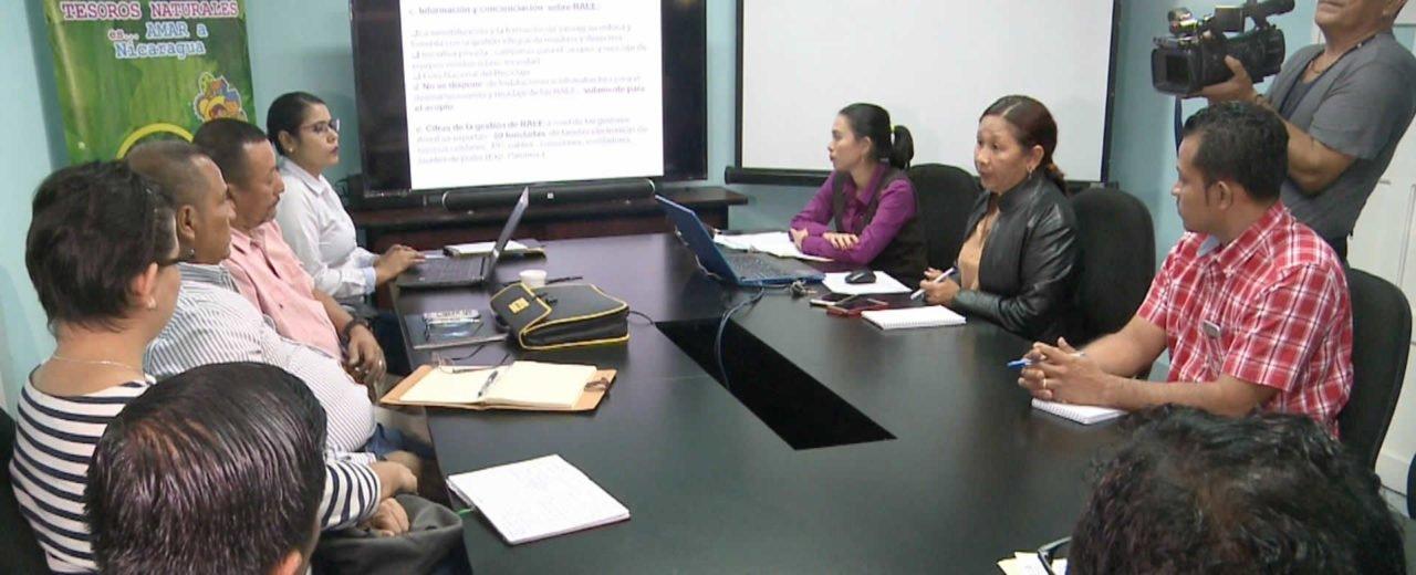 Pequeños y medianos empresarios sostienen mesa de trabajo con MARENA