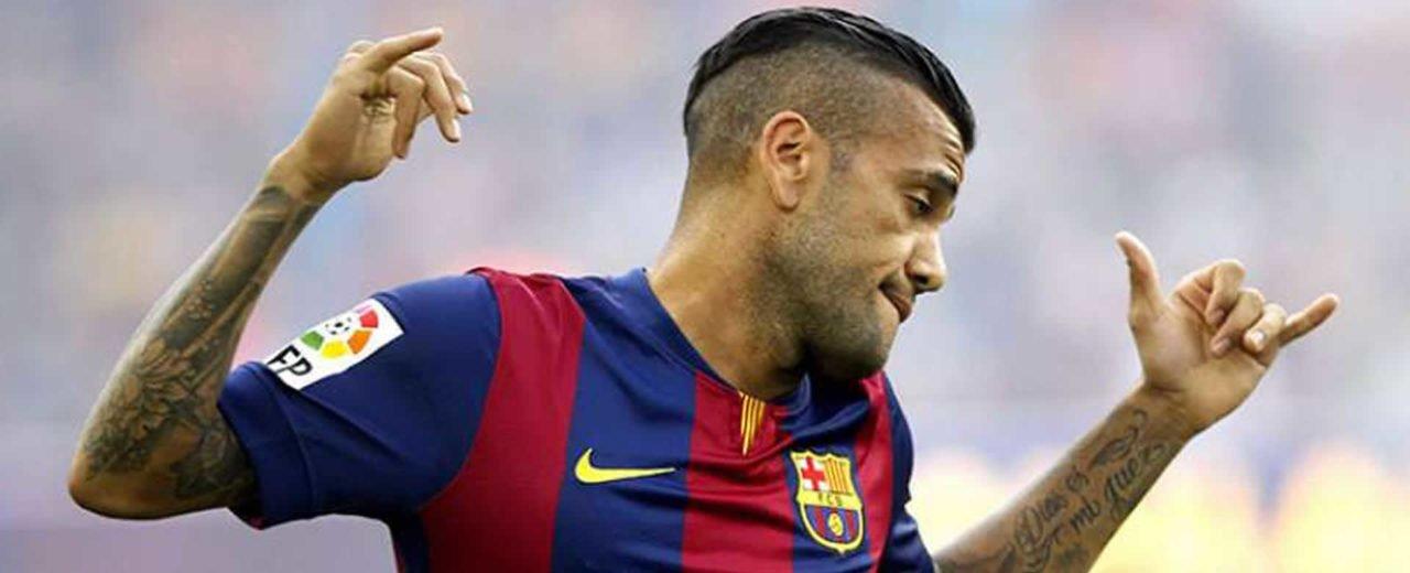 Dani Alves reacciona ante ovación de las 33 copas ganadas por Messi