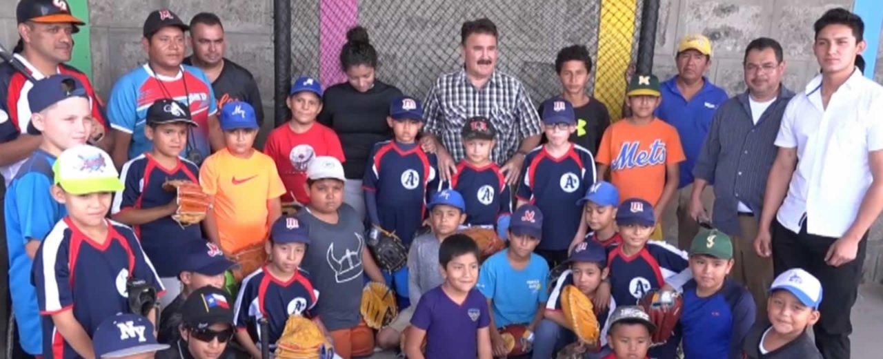 Instituto Nicaragüense de Deportes  entrega utillaje deportivo a pequeños beisbolistas en Matagalpa