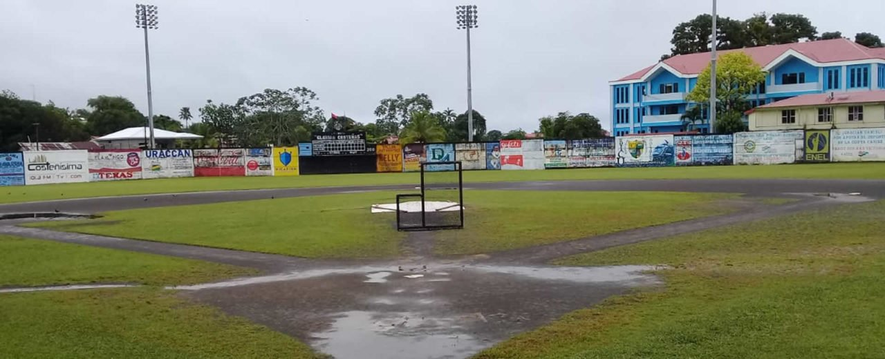Estadio Glorias Costeñas de Bluefields amaneció con césped húmedo previó serie Costa vs Dantos