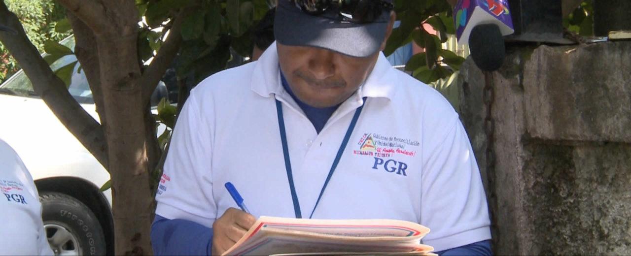 """Familias del B°. """"Cmte. Daniel Ortega"""" en Ciudad Sandino  recibieron títulos y solvencias de propiedad"""