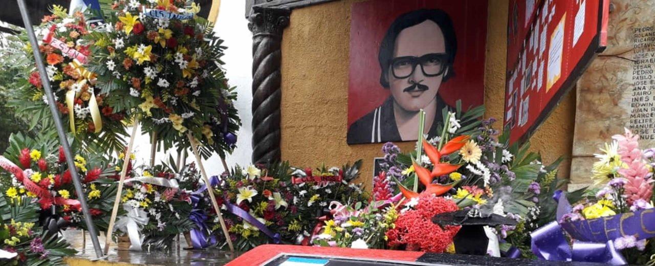 Mausoleo del Comandante Pedro Arauz Palacio es enflorado por la militancia sandinista
