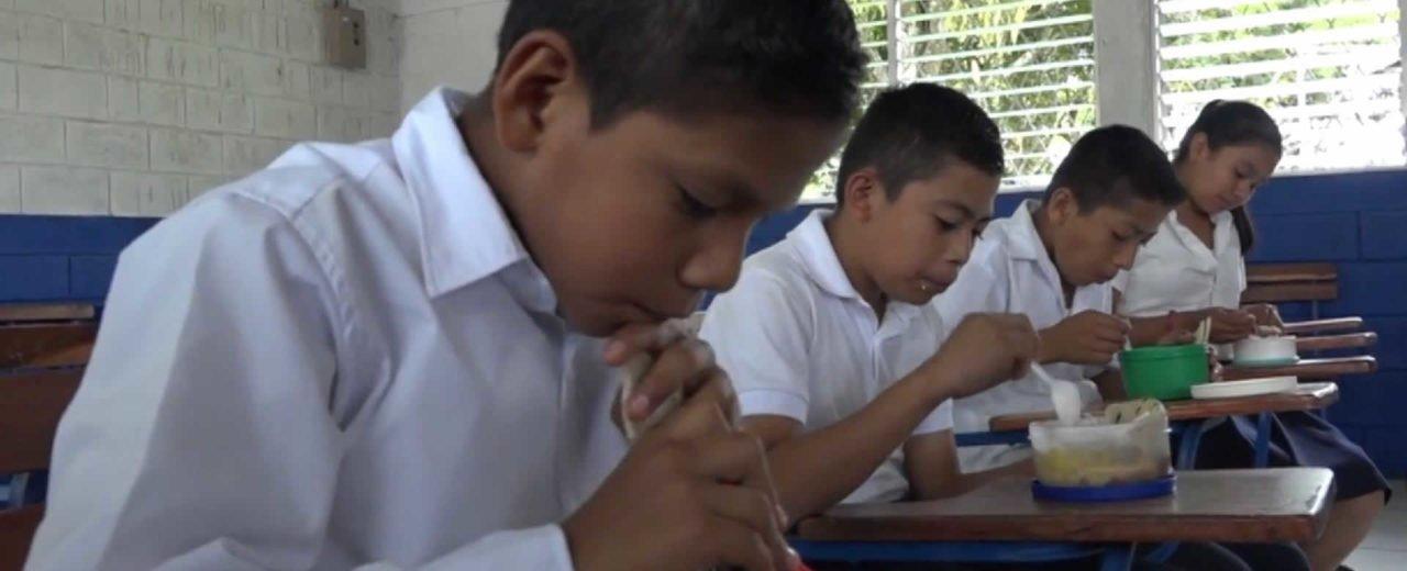 Los centros de estudios rurales gozan de la nutrición que les da la Merienda Escolar