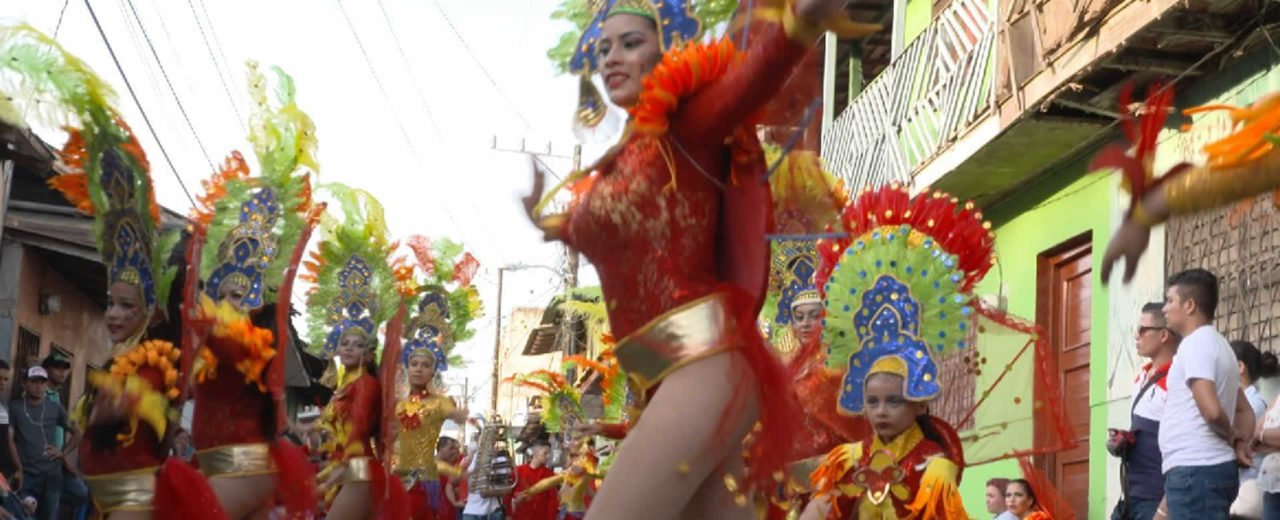 El carnaval acuático llevo la alegría a las calles de San Carlos