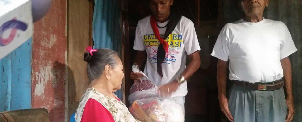 Madres capitalinas de héroes y mártires reciben paquetes alimenticios
