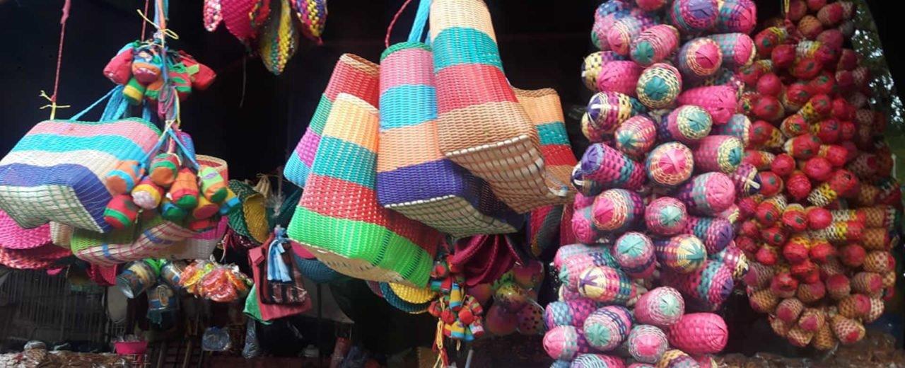 Mercados capitalinos ofertan gorra completa para la Purísima