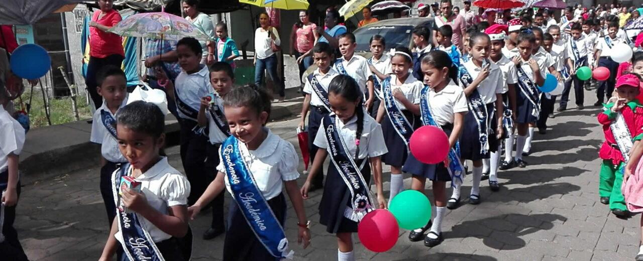Estudiantes celebraron un año más de fundación de la Escuela Enrique Tierno Galván en Juigalpa,Chontales