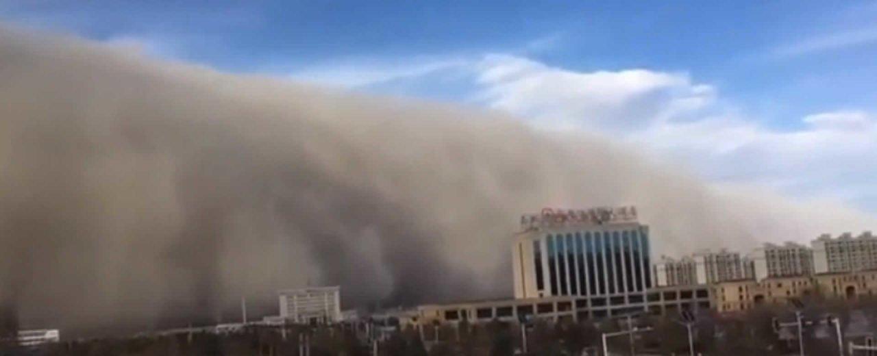 China: tormenta de arena golpea a la ciudad de Zhangye