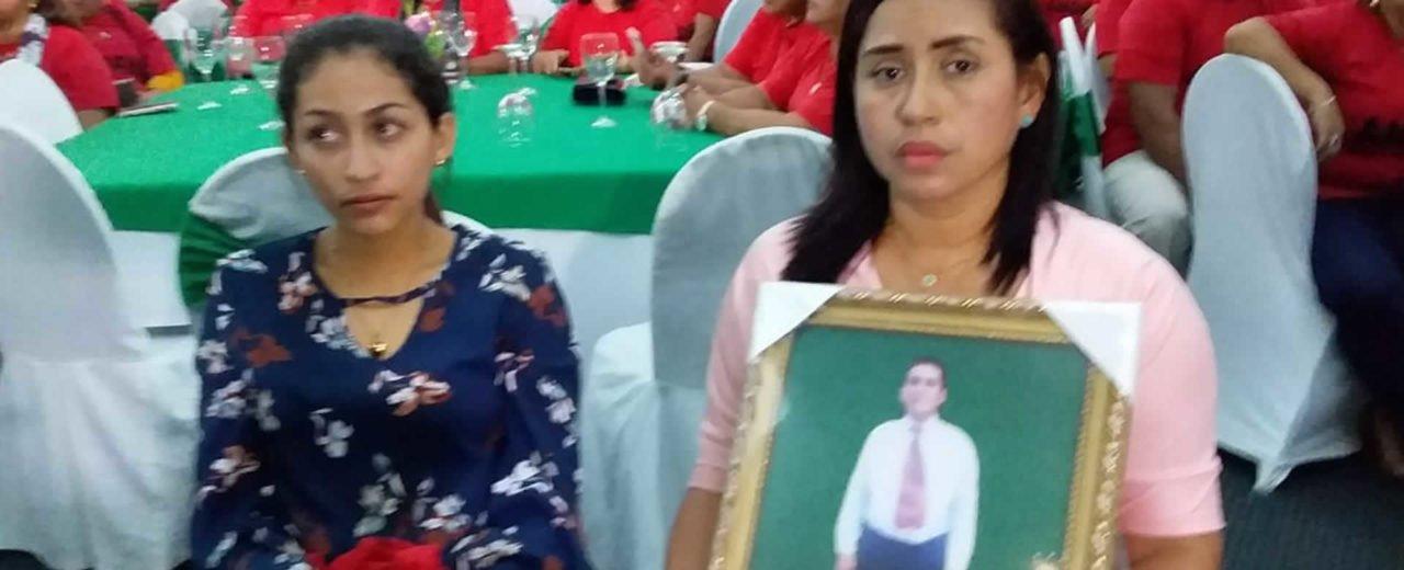 Rinden homenaje a los docentes caídos José Alfredo Urroz y Marvin Ugarte Campos