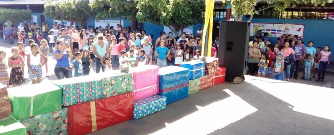 Felicidad total es lo que sienten los niños y niñas de Monimbó con la entrega de juguetes