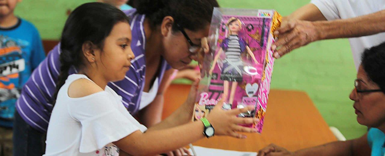 Niños y Niñas del Colegio Experimental México recibieron sus juguetes navideños