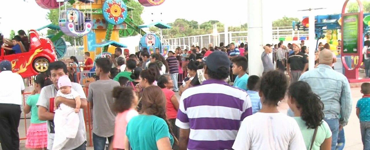 Familias disfrutan de los espacios recreativos y turísticos que ofrece Managua