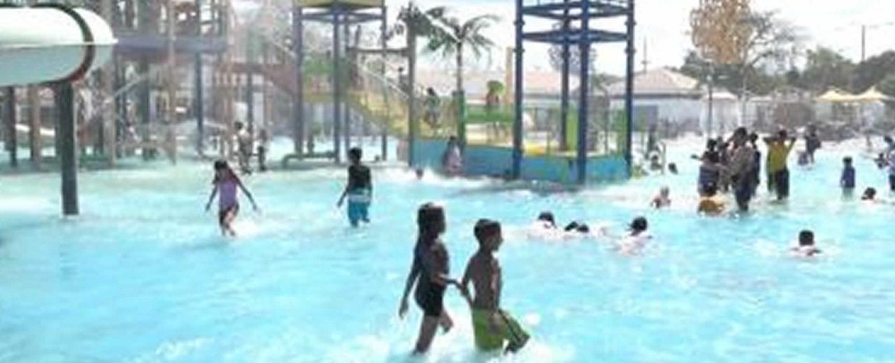 Familias capitalinas disfrutan de los centros turísticos en la llegada del verano