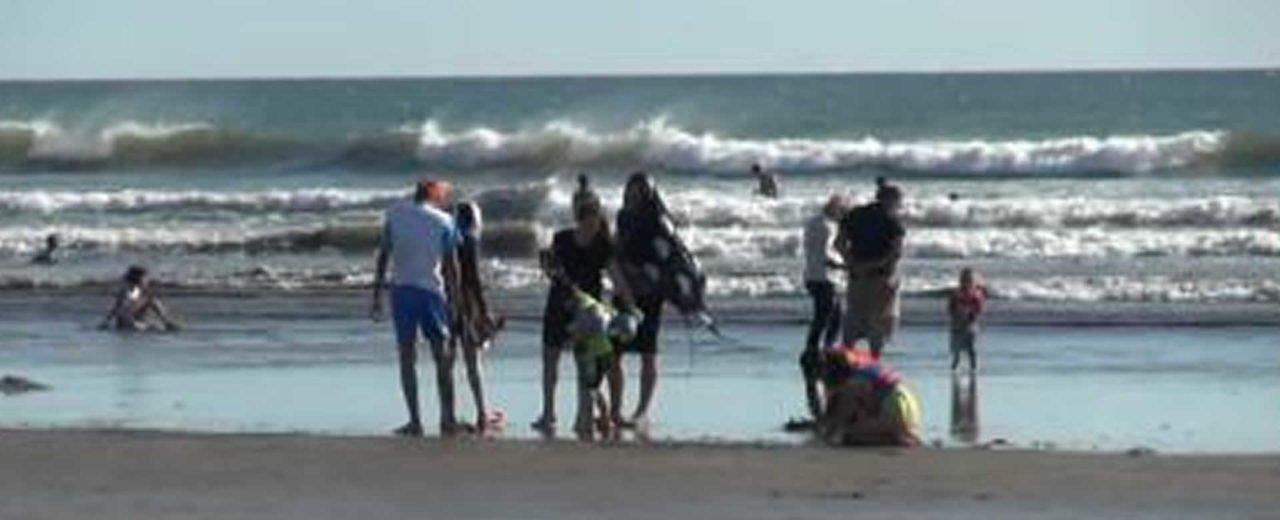 Turistas nacionales disfrutan del inicio del verano en la hermosa Playa de Pochomil