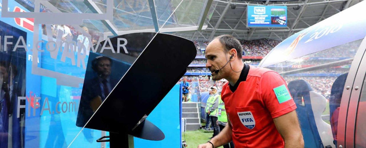 UEFA: ¡Cuidado con pedir revisión de VAR!, porque obtendrás AMARILLA