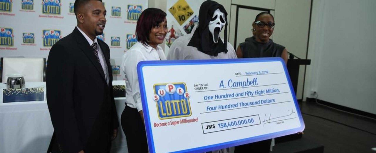 Jamaiquino retira premio millonario disfrazado de 'Scream' para no compartirlo con nadie