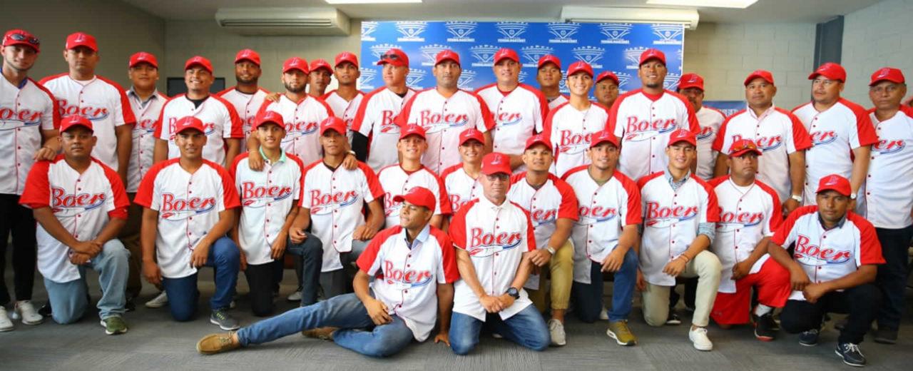 Junta directiva del Bóer realiza entrega oficial de uniformes para la temporada 2019