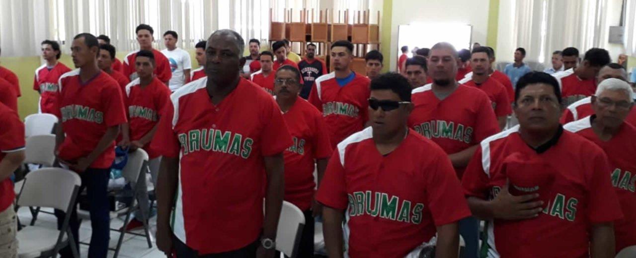 Las Brumas de Jinotega reciben utilaje deportivo para el campeonato Germán Pomares