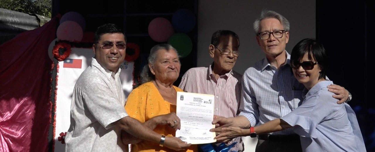 Pareja de adultos mayores recibe su Vivienda Digna en el Distrito III