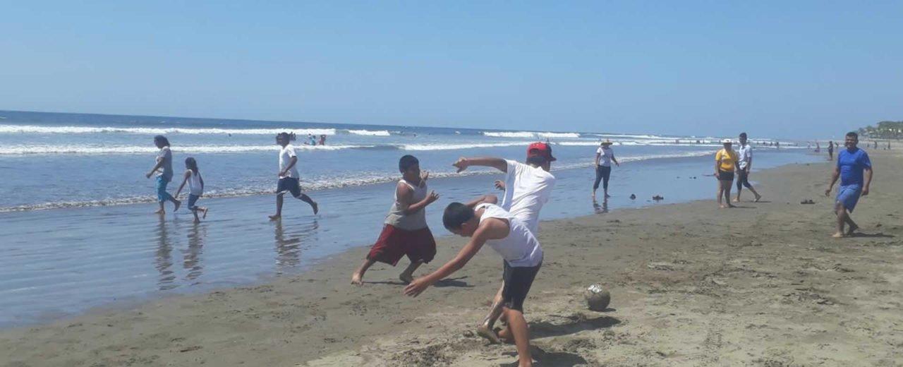 Veraneantes disfrutan de un refrescante fin de semana en Pochomil