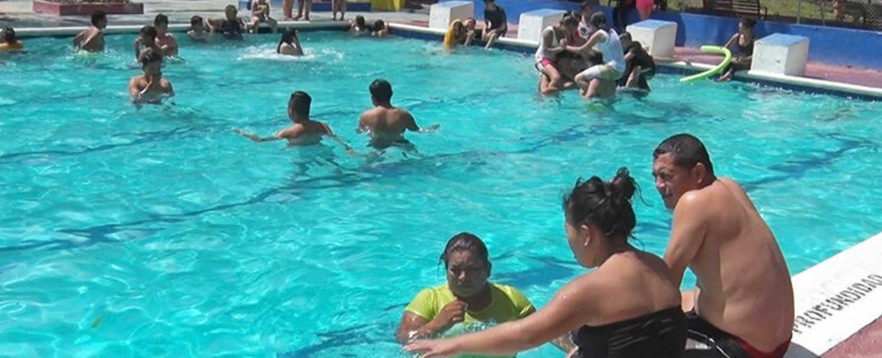El verano llegó al centro recreativo Xilonem, y las familias disfrutan al máximo