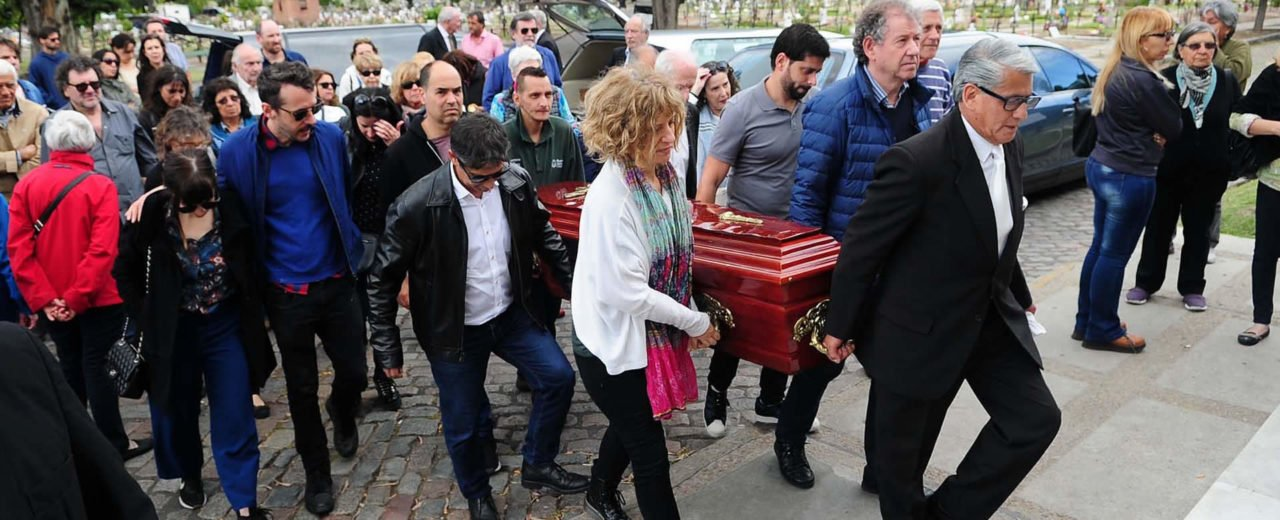 Familia y fanáticos dan el último adiós a Emiliano Salas
