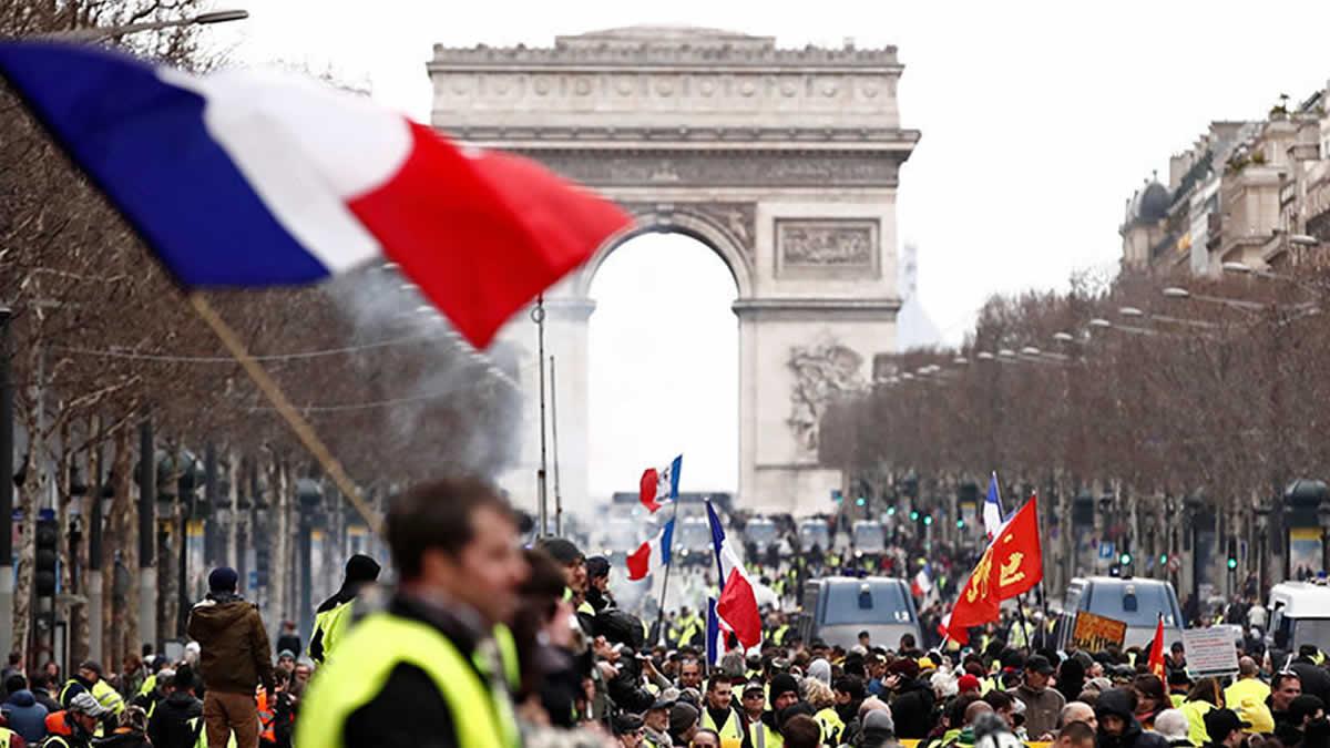 Francia prohibirá las protestas de los 'chalecos amarillos' en caso de que asistan violentos