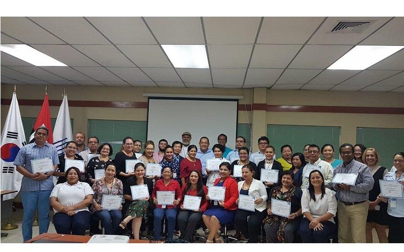 Funcionarios públicos participan del III Programa de Educación impartido por colaboración Corea