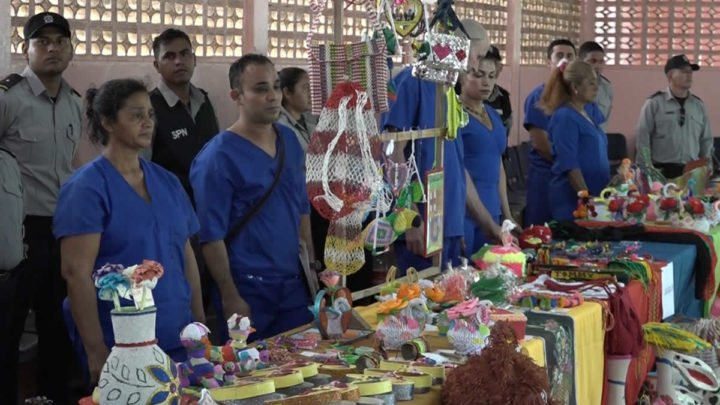 II Feria de artesanías en el Sistema Penitenciario La Modelo
