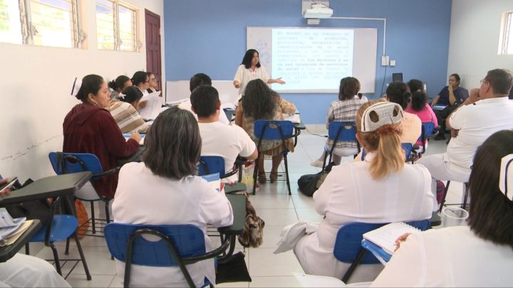 Ministerio de Salud capacita a docentes de enfermería