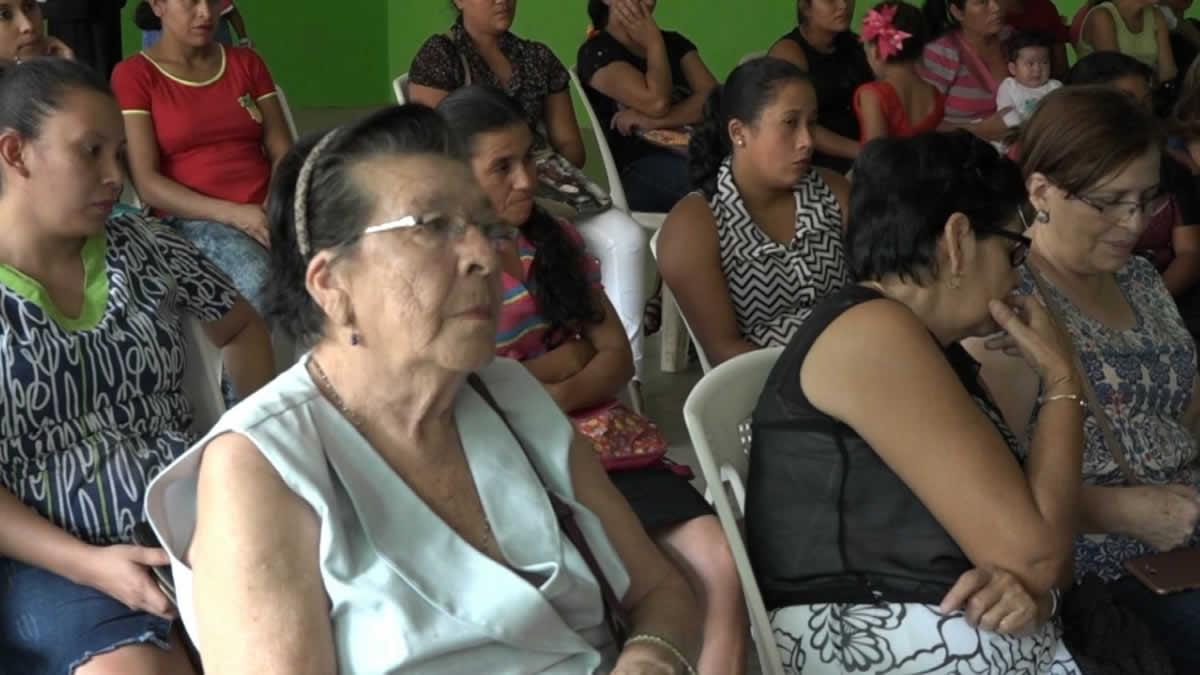Familia reciben prestamos del programa Usura Cero en Jalapa